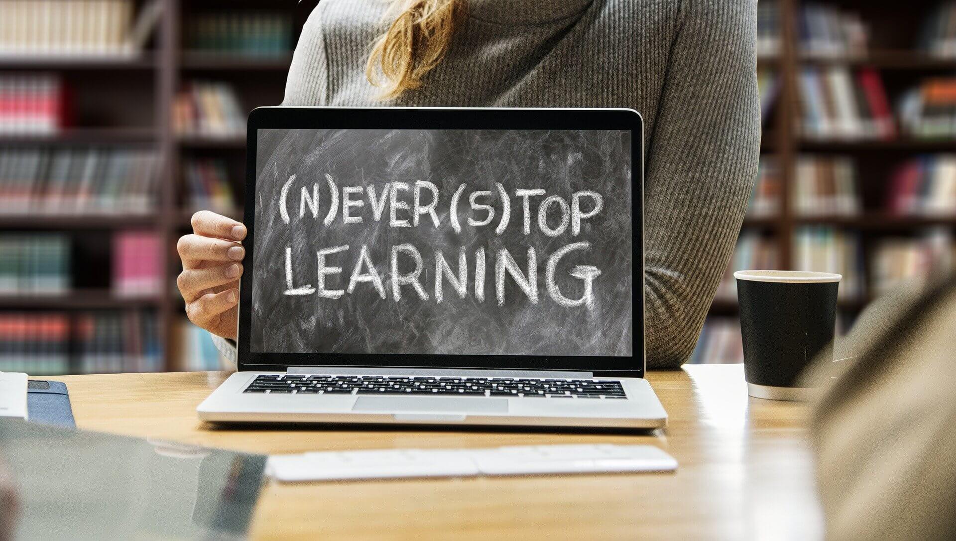 Auf dem Weg zu deinem erfolgreichen Online-Kurs – in 5 Lektionen
